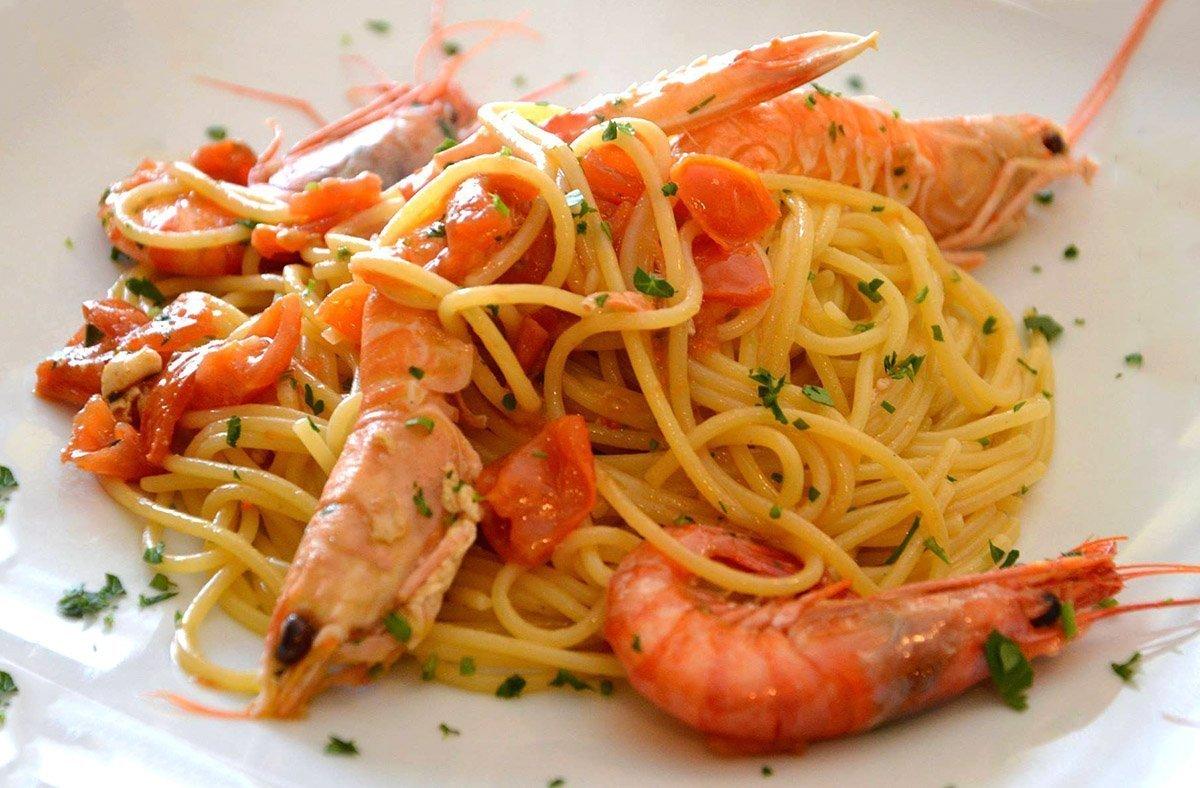 Spaghetti con gamberi scampi e pomodorini ricette di for Spaghetti ricette