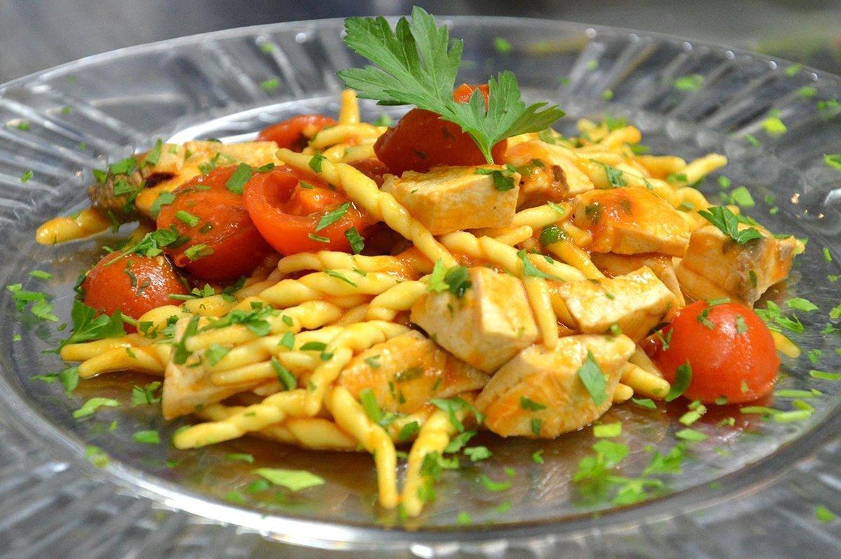 Trofie con pesce spada e pomodori ricette di sardegna for Ricette di pesce