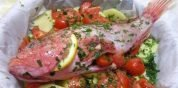 Capone al forno con patate e pomodorini