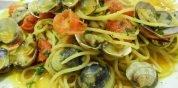 Spaghetti con arselle, pomodorini e zafferano